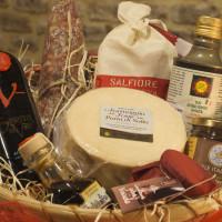 cesto di prodotti tipici romagnoli