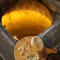 formaggio di fossa su tagliere