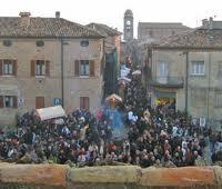 piazza Mondaino in festa